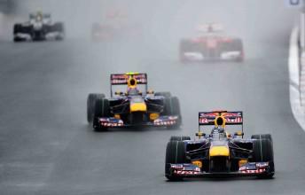 Sebastian Vettel leads Mark Webber and Fernando Alonso at the wet Korean Grand Prix