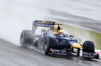 Webber cuts through the gloom at Silverstone