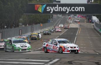 Jason Bright leads David Reynolds at last year's Sydney 500