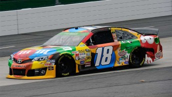 Kyle Busch earns his first pole at Martinsville