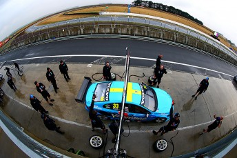 Friday practice at Symmons Plains saw the revised schedule of 2x60 minute sessions