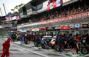 Pitlane action from the Clipsal 500